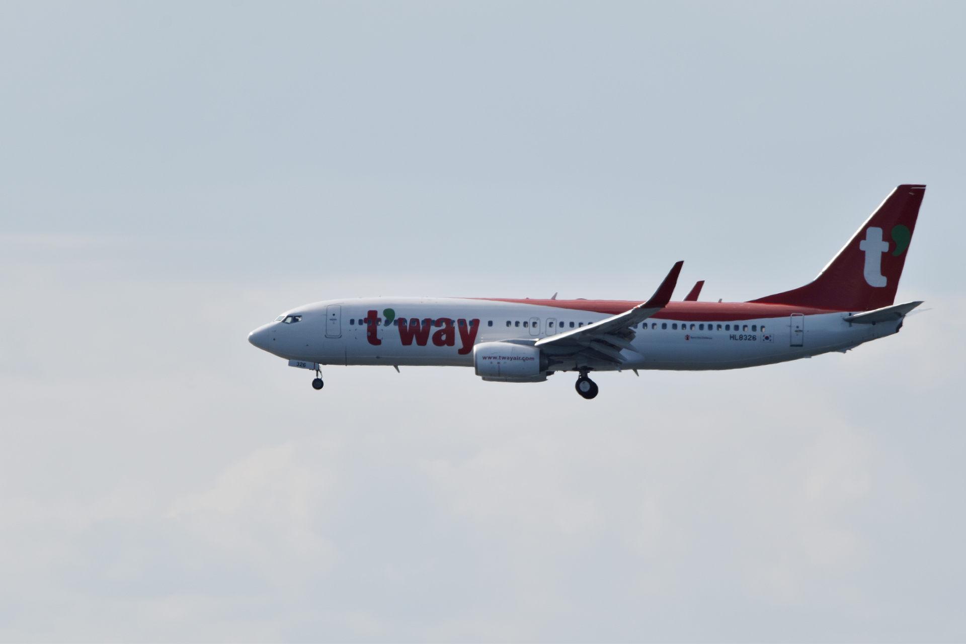 ティーウェイ航空 HL8326